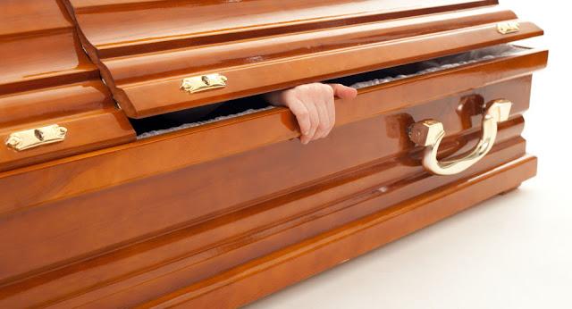 MISTÉRIO: Familiares interrompem velório ao suspeitar que morto estaria mexendo no caixão