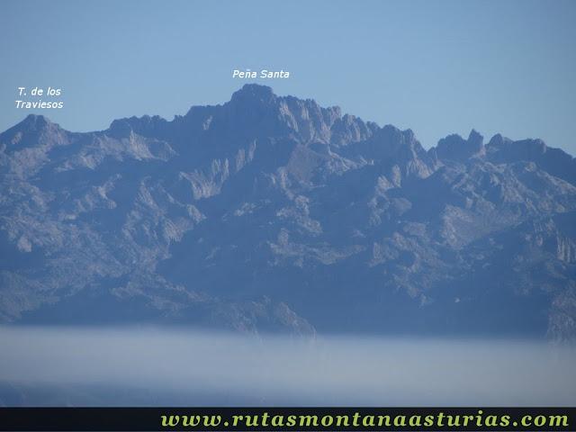 Ruta Pienzu por Mirador Fito y Biescona: Vista del Macizo Occidental de Picos de Europa desde el Pienzu