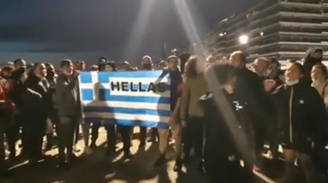 Ένταση  μεταξύ διαδηλωτών κατά του lockdown και αστυνομικών στη Θεσσαλονίκη (βίντεο)