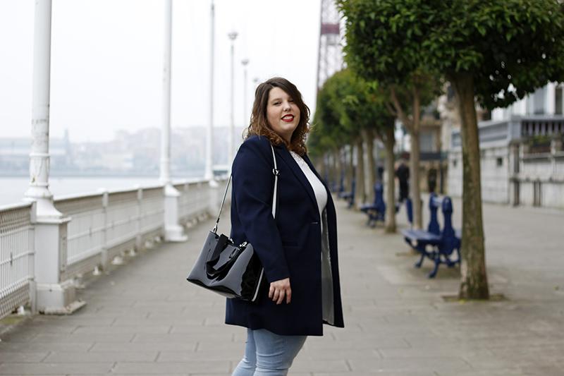 Collage of Style - Almudena Duran - Look con americana azul y bolso de charol VIII