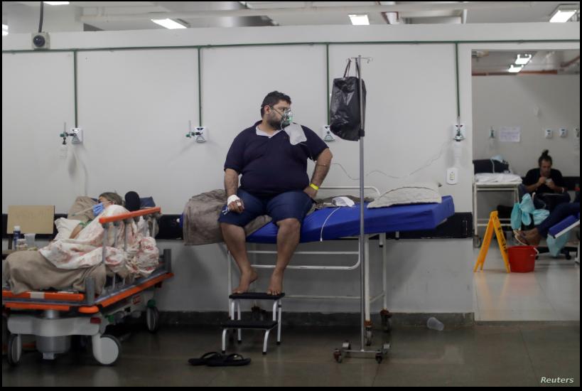 Pacientes de COVID-19 son atendidos en un área improvisada para aceptar a más personas en el hospital público HRAN de Brasilia, la capital de Brasil, el 8 de marzo de 2021 / REUTERS