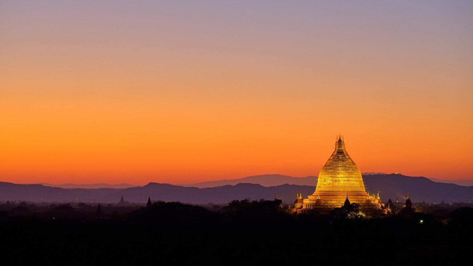 Вид на закат в Ньяунг-Лат-Пхет, Баган, Мьянма