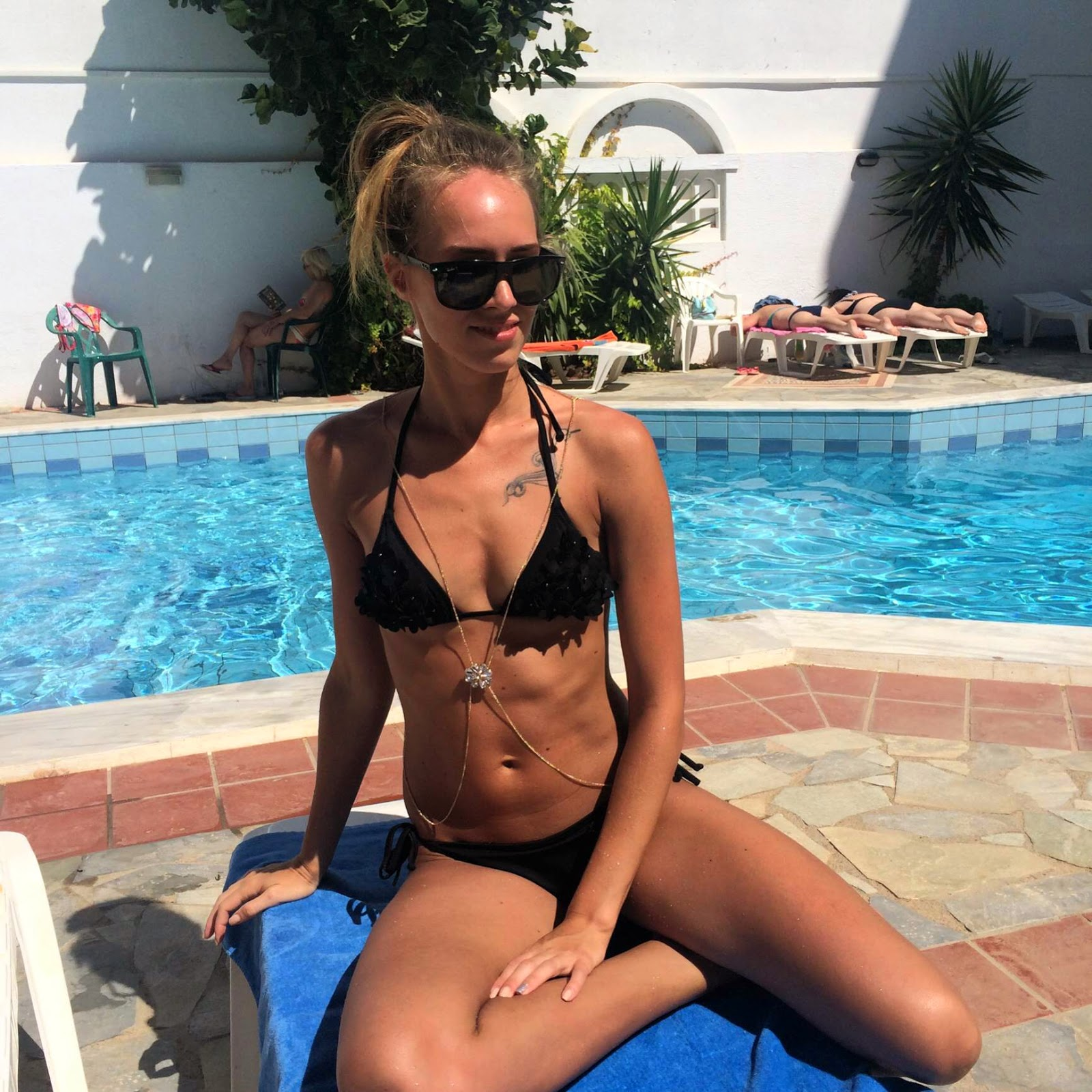 hm black bikini river island bodychain ray ban sunglasses