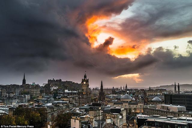 naga di langit Edinburgh Skotlandia