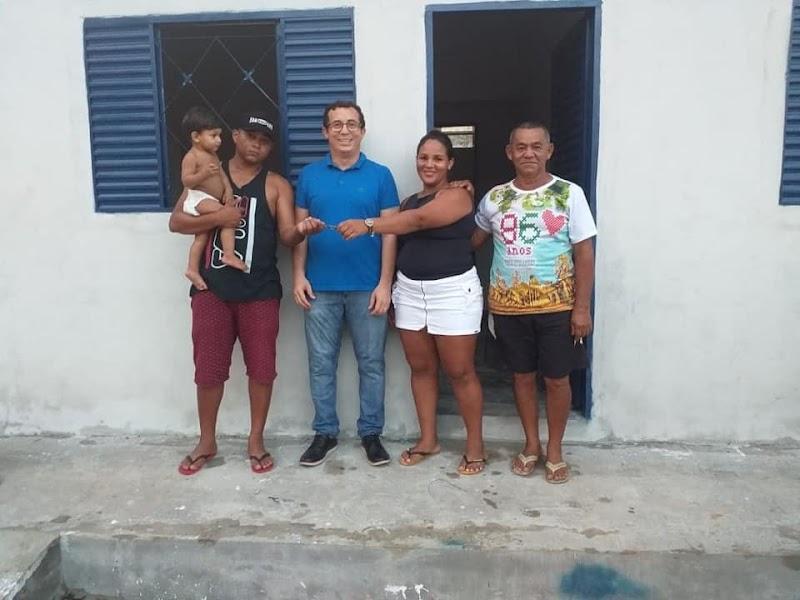 Buriti dos Lopes-Pi: Prefeito Júnior Percy, fez mais entregas de casas do Projeto da Funasa MHCDC( Melhoria Habitacional no Combate à Doença de Chagas.