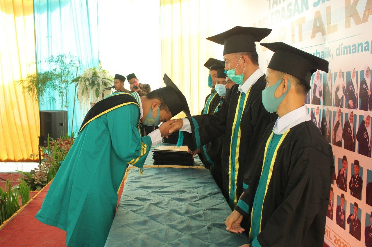 SMP IT Al Kahfi Menggelar Wisuda Tahfizh Al-quran Angkatan ke II dan Pelepasan Siswa Kelas IX