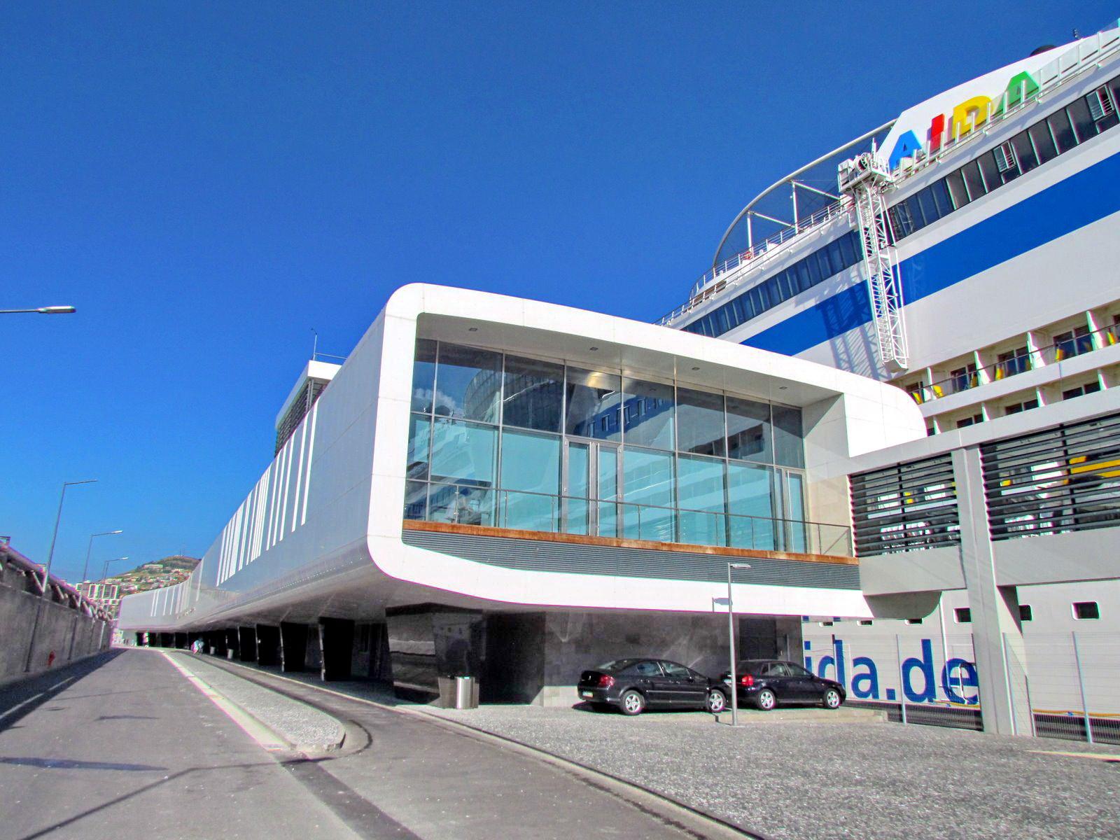 Gare Marítima da Madeira and the ship