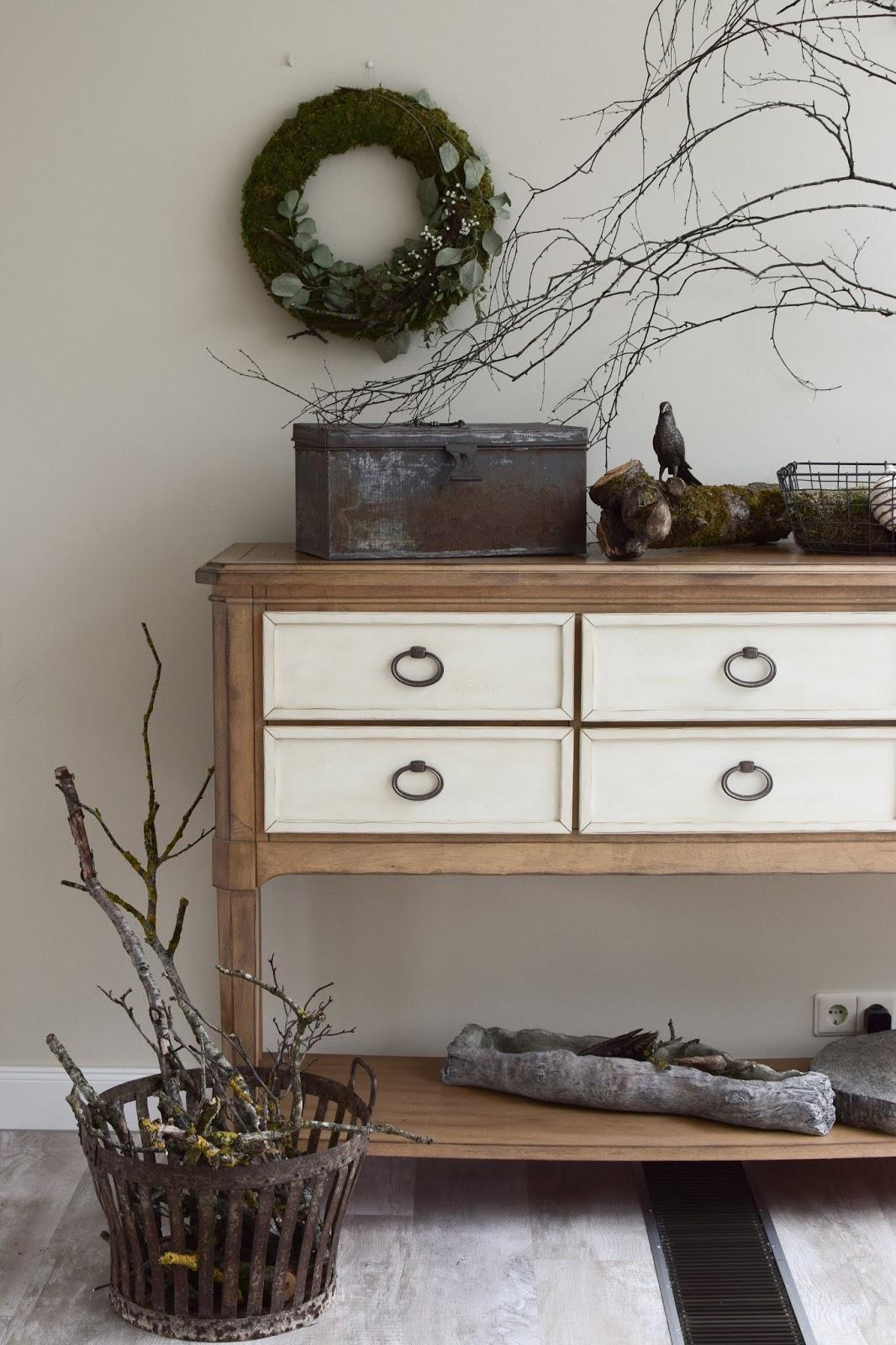 DIY Kranz binden mit Moos, Eukalyptus, Zweigen und Schleierkraut. Mooskranz Ideen Naturdeko für Sommer und Herbst selber machen Dekoidee Dekoration Wanddeko