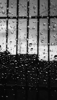 مطر على زجاج