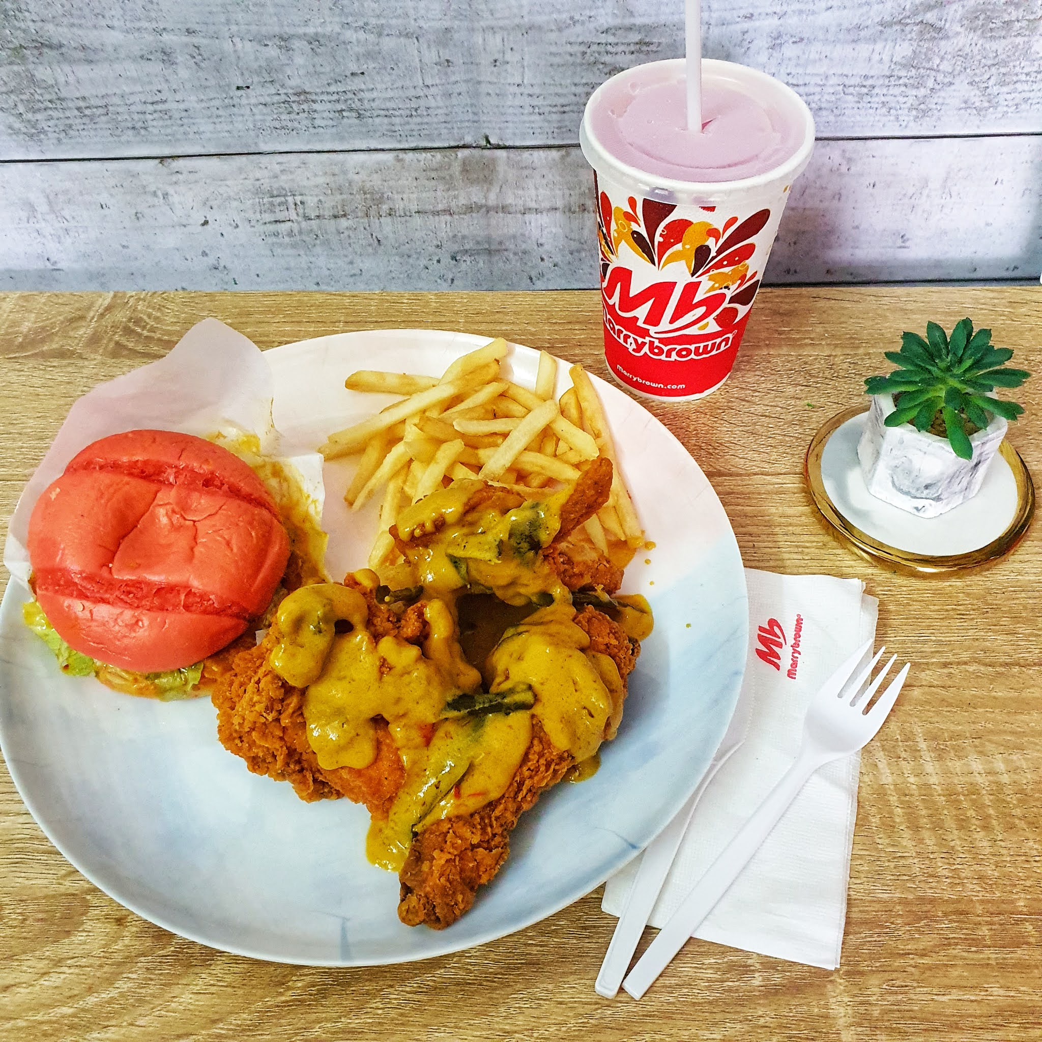 Marrybrown Malaysia, Menu baru marrybrown malaysia, marrybrown egg-stra ong meal, marrybrown burger pink, burger pink mb review, mb salted egg review,