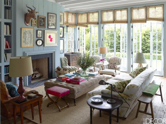 Skandinavisch oder amerikanisch? Holzhaus in Kalifornien im Vintage Design eingerichtet: Wohnzimmer