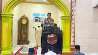 Malam ke 24 Ramadhan, Kapolres AKBP Kadarislam Shalat Tarwih Berjamah di Masjid Nurul Muttakin