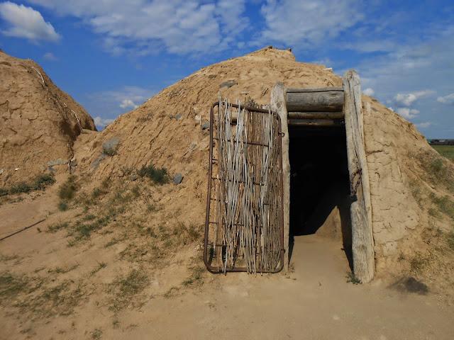 Реконструкция жилища каменного века в Аркаиме