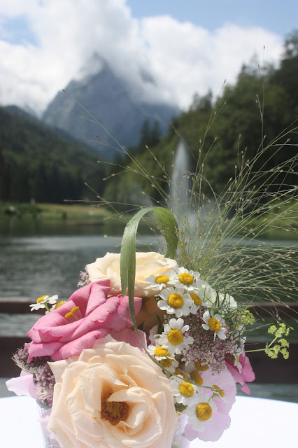 Vintage-Hochzeit im Sommer im Riessersee Hotel Garmisch-Partenkirchen, Bayern - Vintage wedding in Germany, Bavaria, lake & mountains