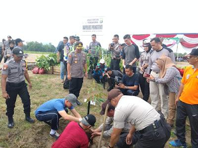 Polres Pringsewu Tanam 3500 Pohon