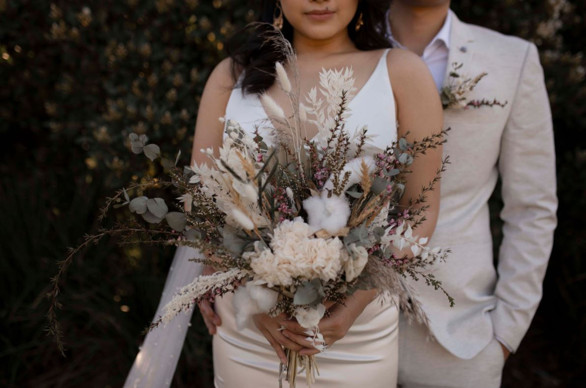 STYLED SHOOT: ROMANTIC AUGUST BLOOM ELOPEMENT EDITORIAL | HUNTER VALLEY GARDENS NSW