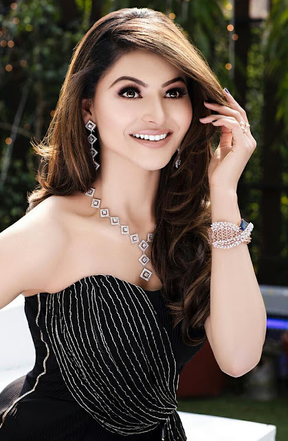 Urvashi Rautela Hot HD Sexy Wallpapers in Black 2020