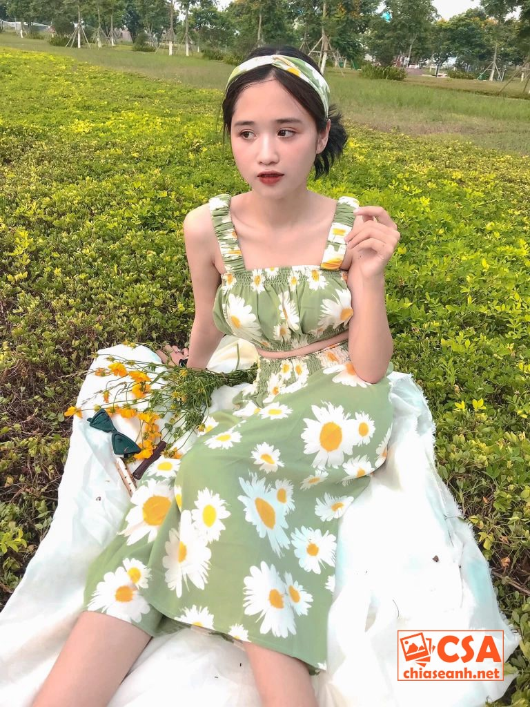 Nữ sinh Hải Dương xinh như kẹo ngọt, body tựa 'đồng hồ cát' gây sốt cộng đồng mạng