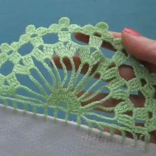 Puntilla circular con flores a crochet