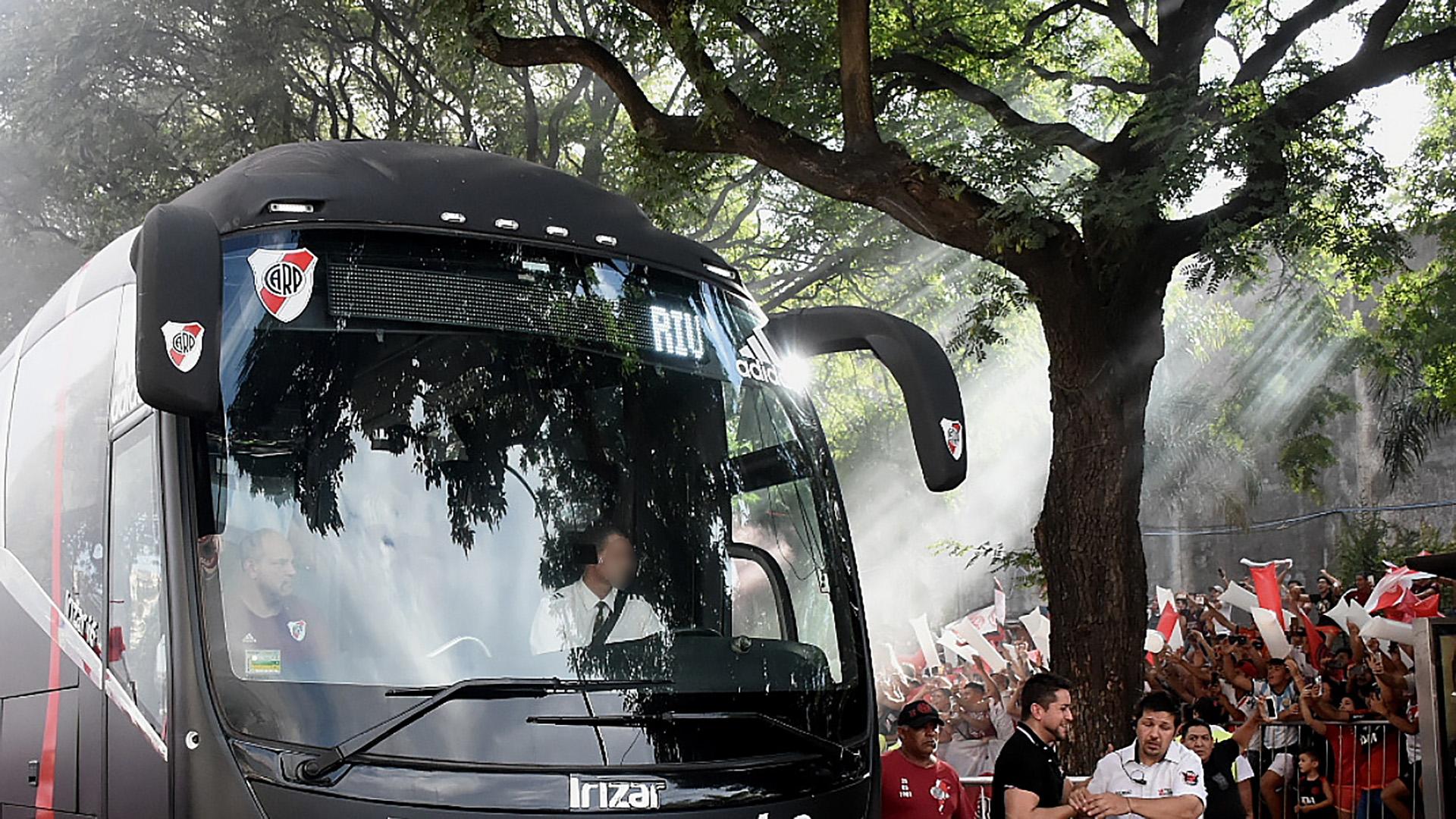 Murió por coronavirus el conductor del micro de River Plate