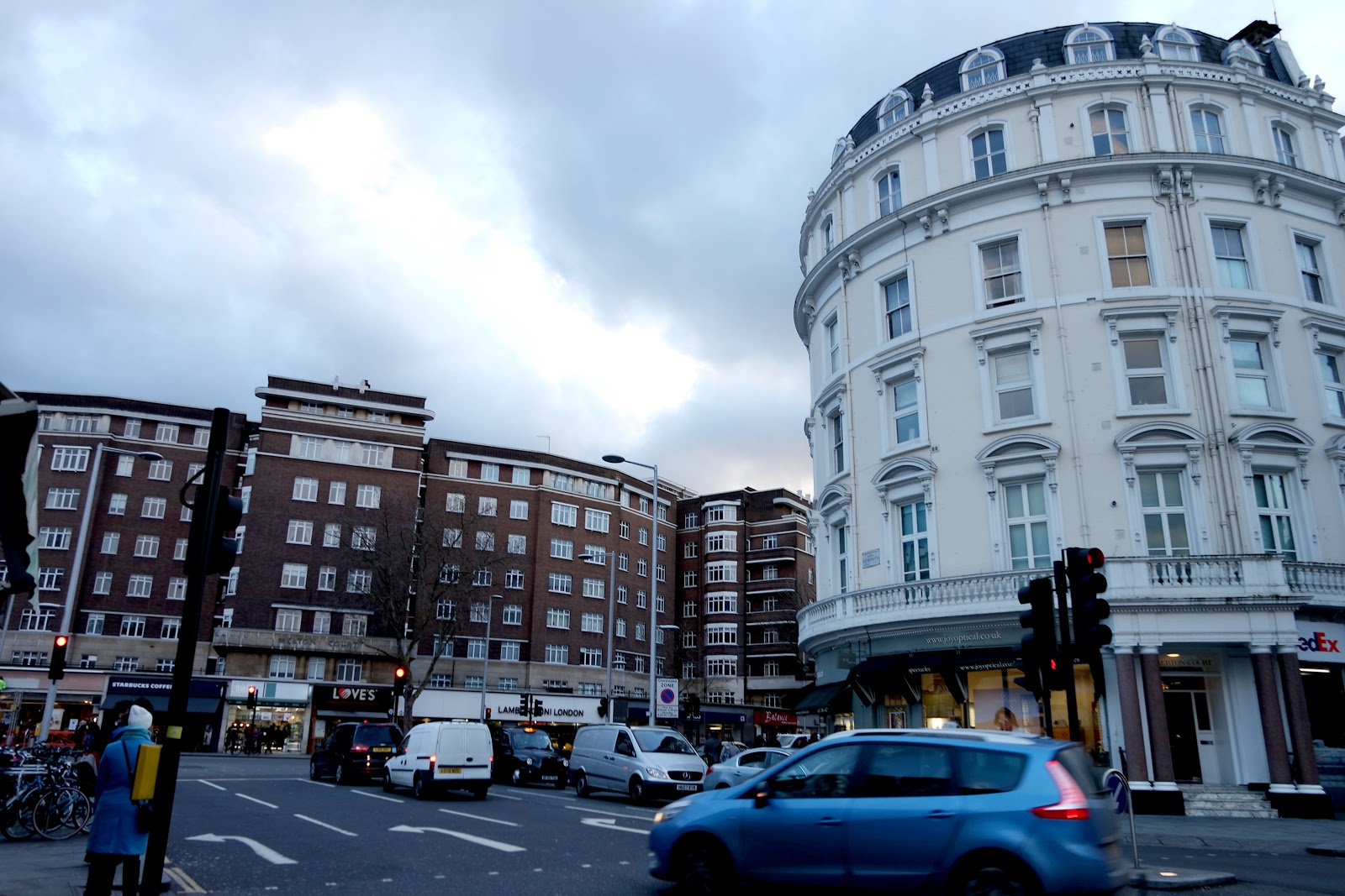 South Kensington Station, South Kensington, London, Londres, vlog, blog, travel, travelling, london streets, french,