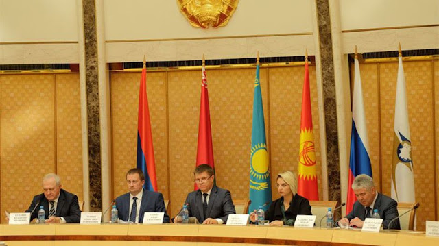27 nuevos decretos en la reunión de aduanas de la UEE