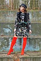 https://www.karyn.pl/2018/12/czerwone-kozaki-i-sukienka-w-kwiaty.html