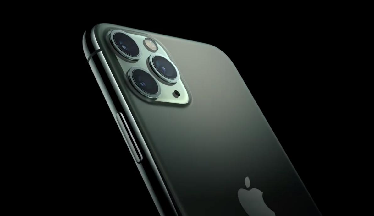 Το iPhone Pro σε Midnight Silver χρώμα