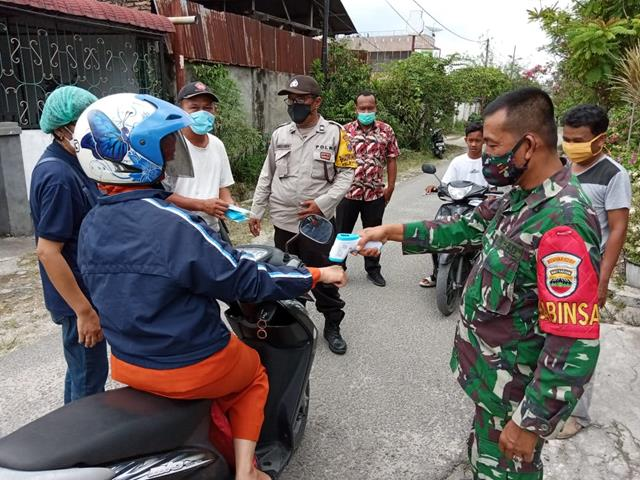 Himbau Warga Dengan Cara Edukasi Covid-19 Dilakukan Personel Jajaran Kodim 0207/Simalungun