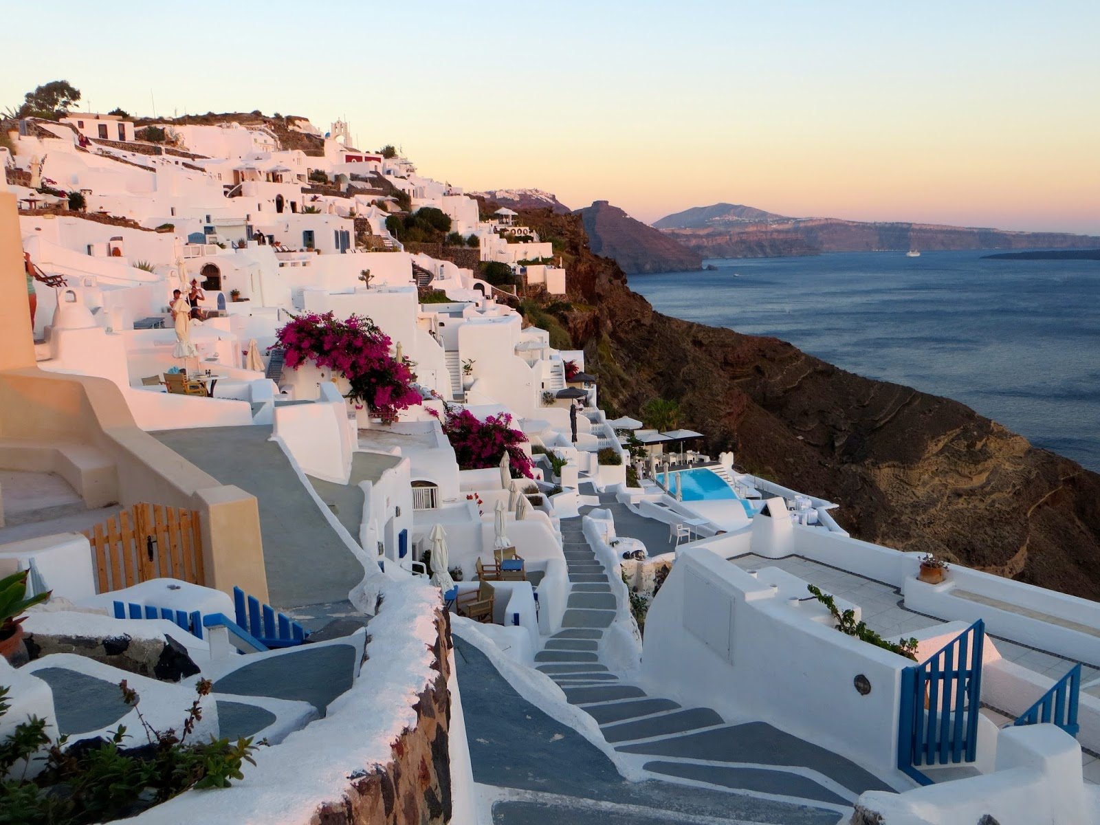 Everyday is a Holledayz The magical Greek island of Santorini