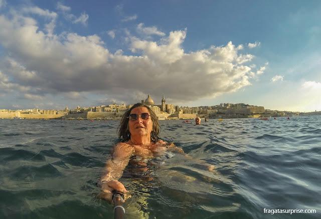 Praia de Tigné Point, em Sliema, Malta