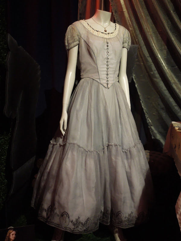 Mia Wasikowska Alice in Wonderland dress