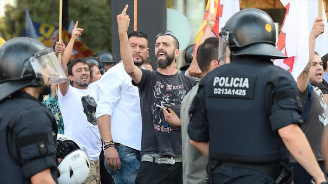 Antifascistas frenan marcha de islamófobos en Barcelona