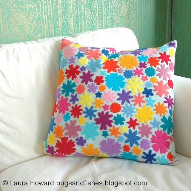 http://bugsandfishes.blogspot.com/2018/08/felt-flower-cushion-pillow-tutorial.html
