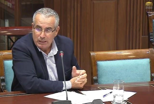 Mario Cabrera ( CC ) : AENA permite recortes de sueldos y personal en concesionarias del Aeropuerto de Fuerteventura, mientras promete inversiones multimillonarias en otras instalaciones