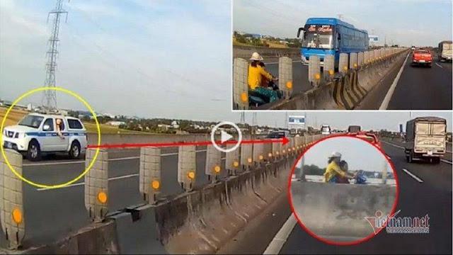 Người phụ nữ chở con nhỏ chạy xe máy ngược chiều trên cao tốc Trung Lương, xe CSGT đang chạy trên đường phát hiện vội chạy lùi khẩn cấp và phát loa thông báo nguy hiểm, gây bức xúc cho nhiều người.