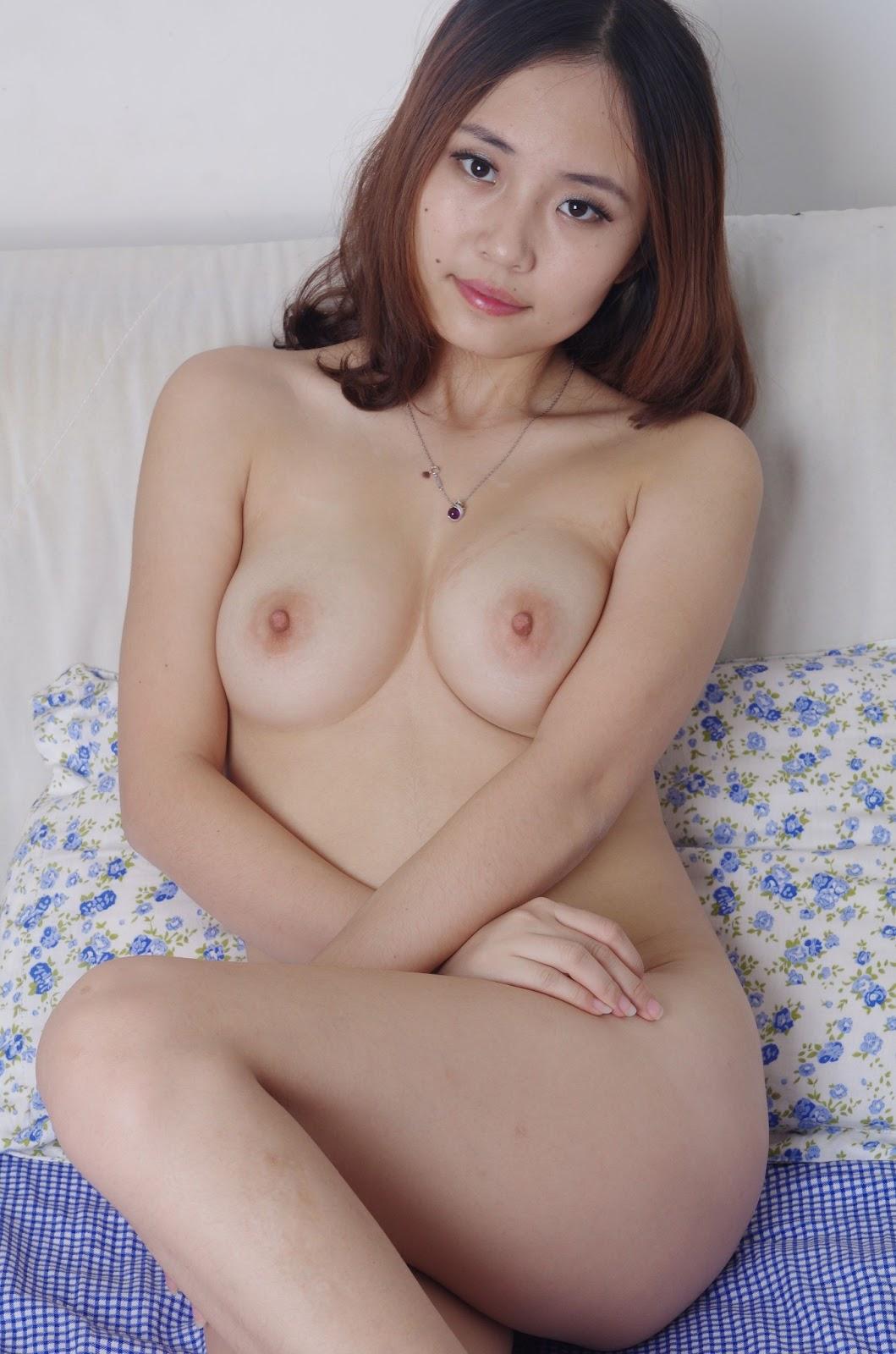 Cute Girl Nude Dance