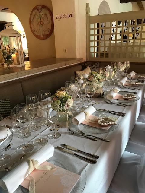 Tischdekoration im Seehaus, London meets Garmisch-Partenkirchen, Sommerhochzeit im Vintage-Look in Bayern mit internationalen Hochzeitsgästen, Riessersee Hotel, Hochzeitsplanerin Uschi Glas