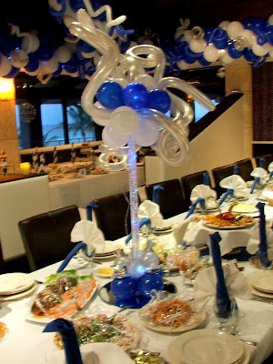 Balloon centerpiece with light and mirror