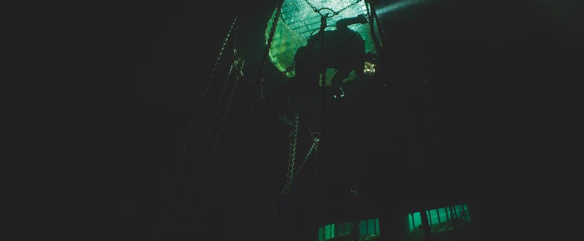 Первые кадры подводного хоррора The Deep House про блогеров и маньяка - 16