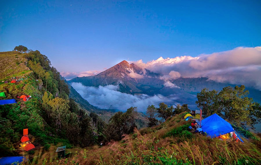 Plawangan Senaru Crater Rim altitude 2641 m of Mount Rinjani