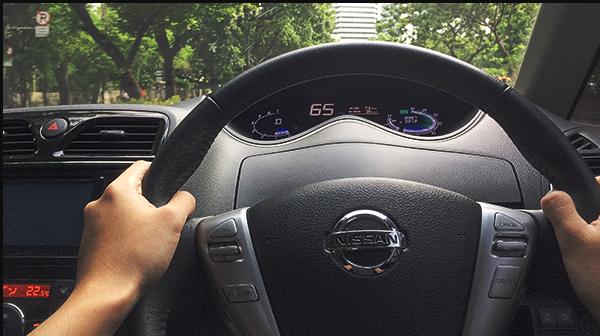 menyetir mobil