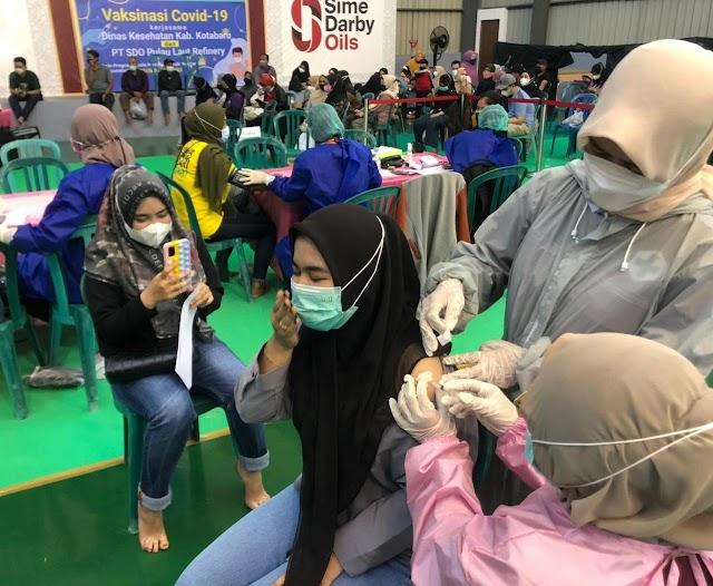 Masyarakat Kotabaru Antusias Bervaksin Difasilitasi PT Sime Darby Oils