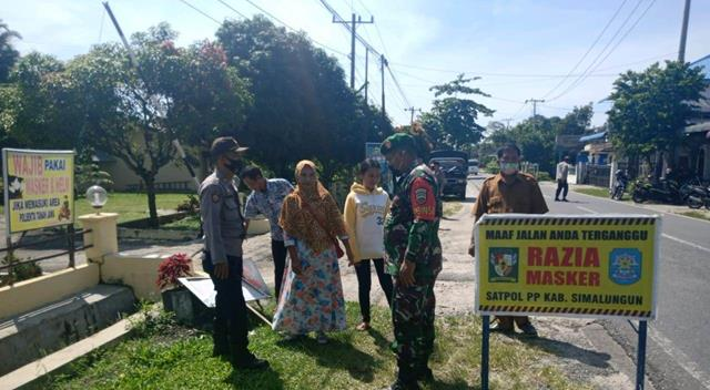 Cegah Penularan Virus Corona, Personel Jajaran Kodim 0207/Simalungun Laksanakan Razia Masker Bersama Dinas Terkait