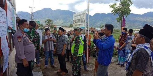 Diduga Curang Soal BLT, Kantor Kades Jernih Jaya Kerinci Disegel Ratusan Warga