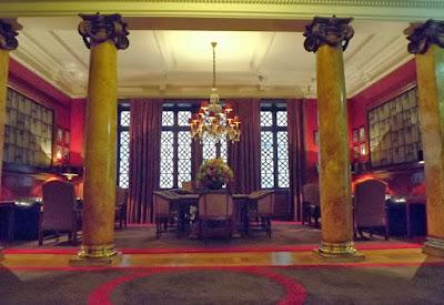 Sala no lobby do Grande Hotel do Porto