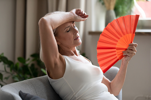रजोनिवृत्ति के मनोवैज्ञानिक लक्षण एव समाधान