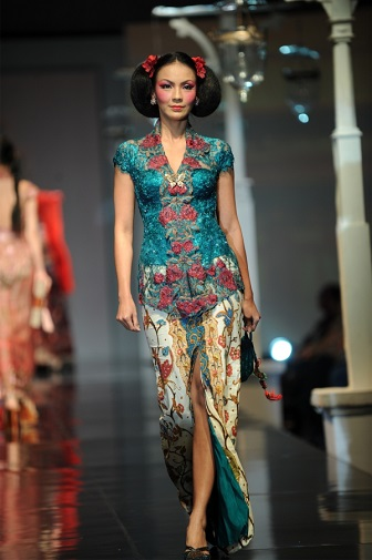 Model Kebaya Modern Anne Avantie Untuk Orang Gemuk Pendek