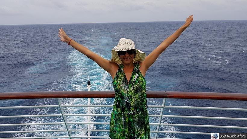 Danubia posando em frente ao mar - Cruzeiros marítimos: tudo sobre viagem de navio