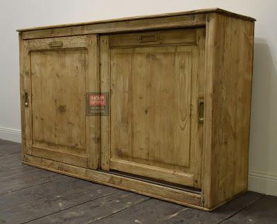 Ancien meuble de métier porte coulissante